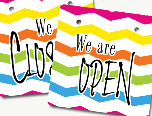 Example of Custom Open and Closed Sign by PlasticPrinters.com