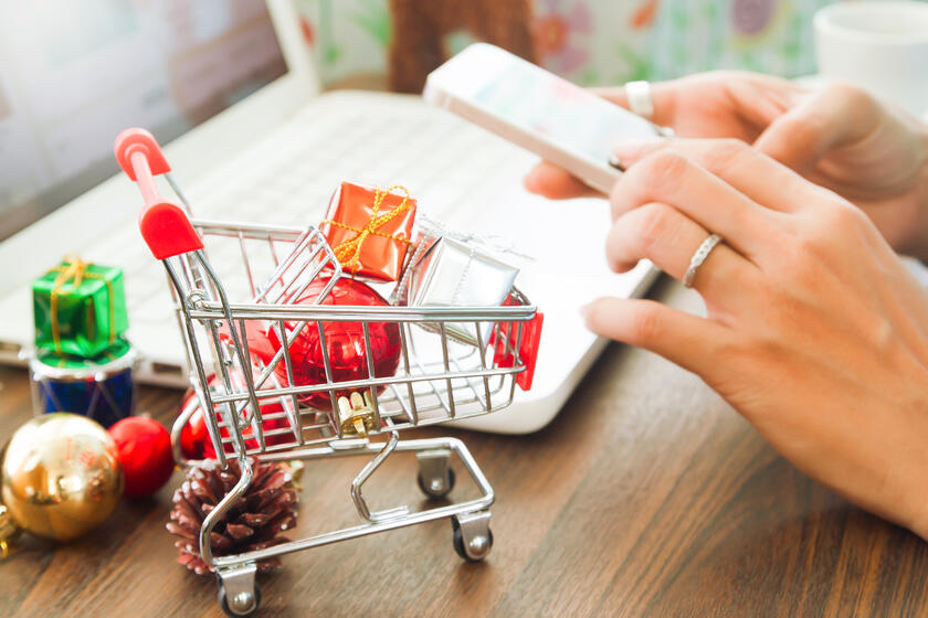 Multi-channel shopping can boost your business this holiday